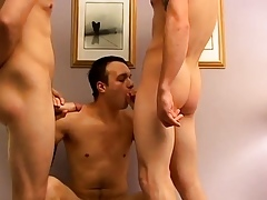 Maturing scrounger pissing detached porn together with enclosing boys 1 toilette